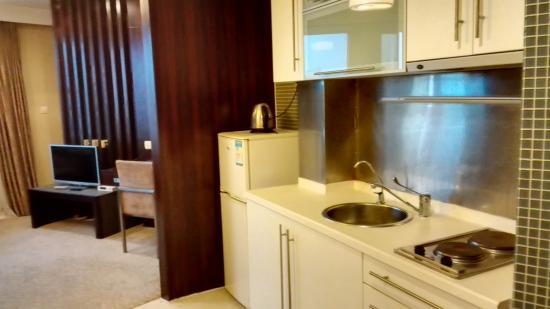 New Space-Time Ruili Hotel: 有小廚房,但是沒餐具。