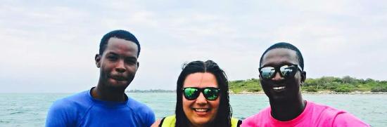 جزيرة بروفيدانس الجديدة: These guys made sure my niece was safe on her first snorkel trip. Very thankful to them! Great c