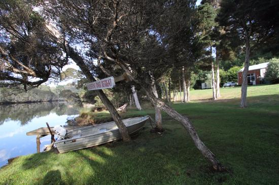 Ulverstone, Australia: Surroundings.. one of the cottage can be seen in the background