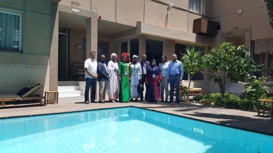 Casablanca Appart'hotel : Photo du forum de formation des assistant (e)s DSI prise à coté de la piscine de l'appart hotel