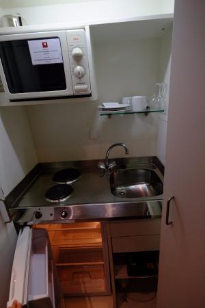 Small Kitchen Sink | Small Kitchen Sink Dishes Bild Von Leonardo Hotel Residence