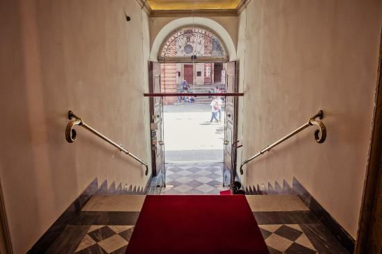 Locanda della Posta: scale ingresso Hotel