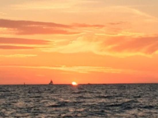 Harvest Moon Charters: Sunset off Tierra Verde Island