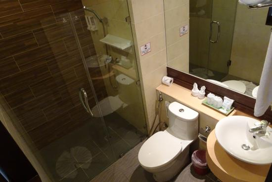 schones badezimmer, schönes badezimmer - picture of golden bell hotel, chiang mai, Design ideen