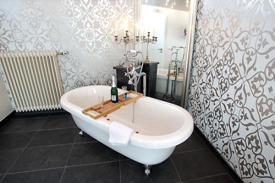 zimmer freistehende badewanne bild von hotel alte schule bad berleburg tripadvisor. Black Bedroom Furniture Sets. Home Design Ideas