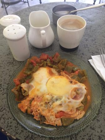 Cafe Edelweiss: Very bland breakfast and mediocre coffee.
