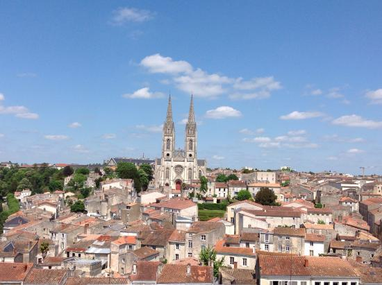Niort, Francia: The view from the rooftop of Le Donjon inspires other places to expolore.