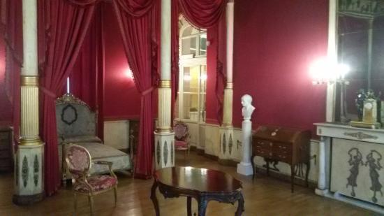 Tavolino con marmi policromi piemontesi   foto di palazzo barolo ...
