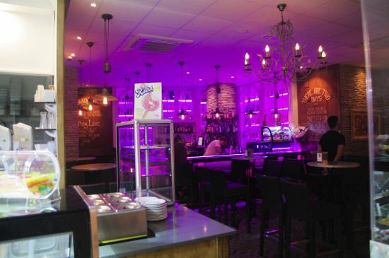 Hostal la Posada: Plaza de Espana Ice cream shop
