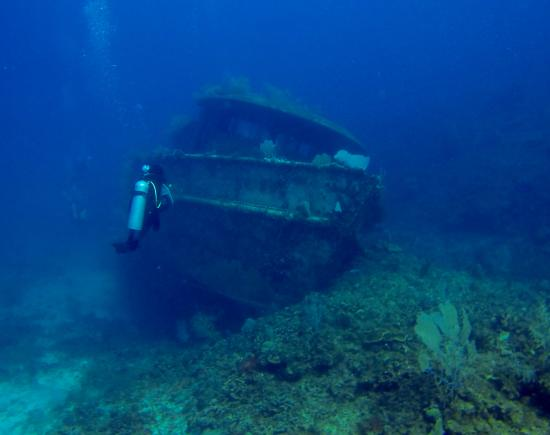 Barefoot Cay: Wreck Dive - Mr. Big
