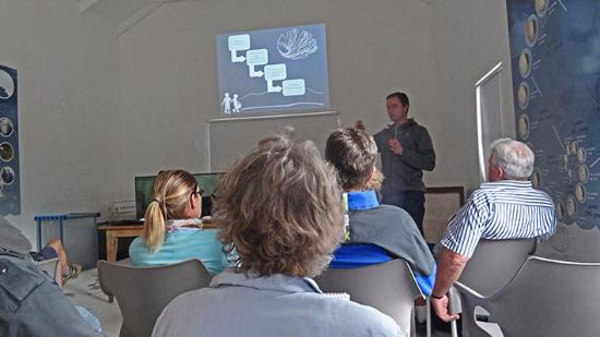 Hermanus, Güney Afrika: A lecture about abalone.