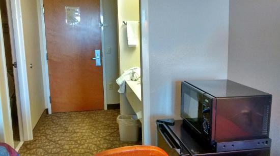 Days Inn & Suites Tifton : TA_IMG_20160529_091806_large.jpg