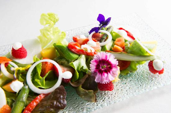 Hotel Giulia : Menù a la carte: bouquet di frutta fiori e verdure