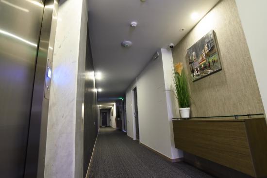 Rise Hotel: Rooms Hallway