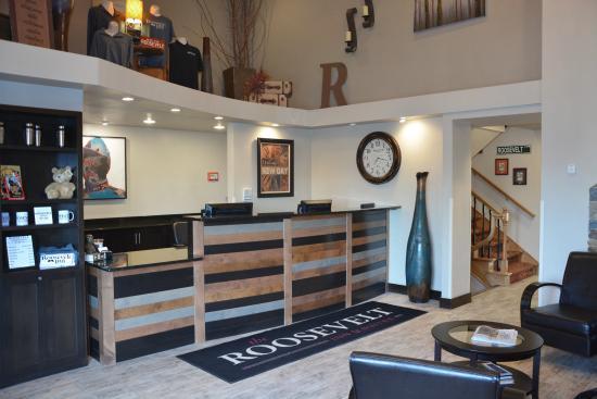 Roosevelt Inn & Suites : Front Desk