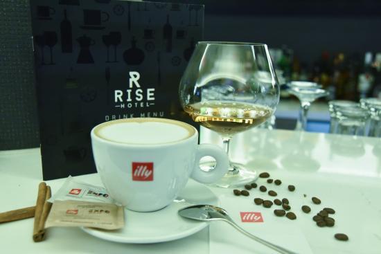 Rise Hotel: The Rise Bar Lounge