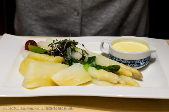 Restaurant Wolf: Hotel Wolf - White Asparagus (sparkle) with potatoes and Hollandaise
