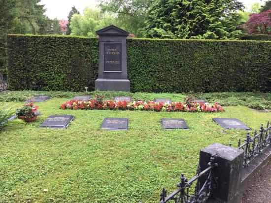 Friedhof Sihlfeld: Nice peaceful place with huge area to walk around. Very well maintained.