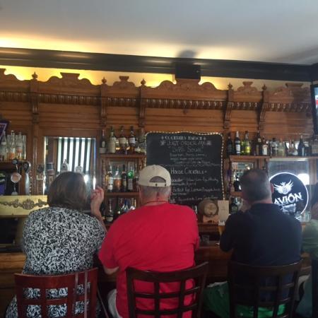Phoenixville, Pensilvania: Beautiful old bar!