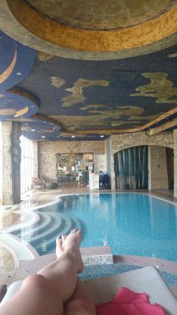 Spa Paradise : piscine intérieur - moment de détente garantie