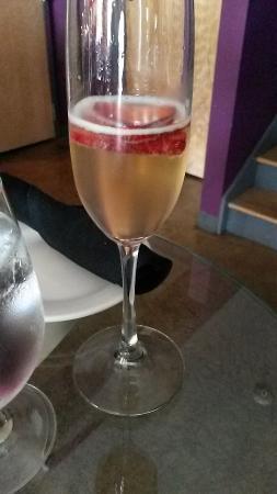Frizzante Champagne and Wine Bar