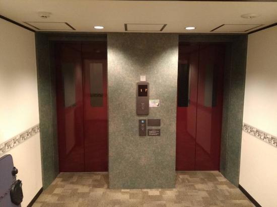 Toyoko Inn Nagoya Marunouchi: Лифты.