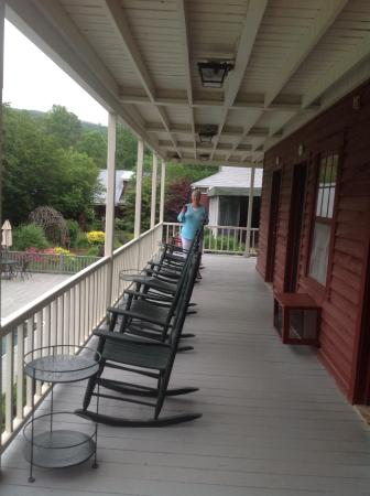 Clarkesville, GA: Rocking chairs out side our room door, enjoying our morning coffee!
