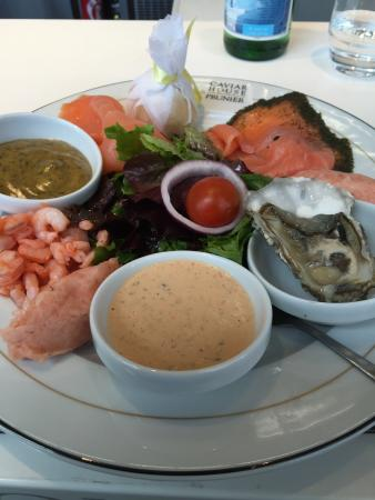 Orly, Frankrijk: Saumon Crevettes