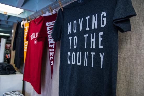บลูมฟีลด์, แคนาดา: Great shirts that tell the stories of The County