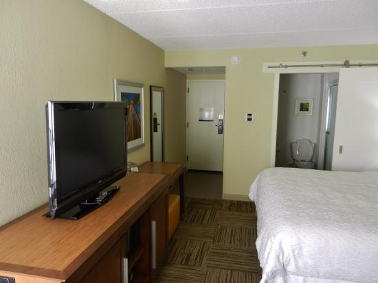 "Hampton Inn Atlanta - Northlake: Curious sliding ""barn door"" to bathroom."