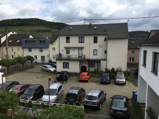 Bad Hönningen, Deutschland: Kostenlose Parkplätze vor der Tür