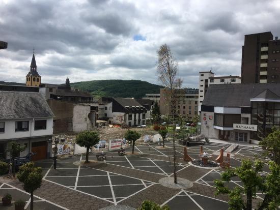 Bad Hönningen, Deutschland: Blick aus dem Zimmer auf den Marktplatz.