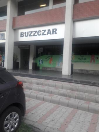 Buzzczar : snap from outside.