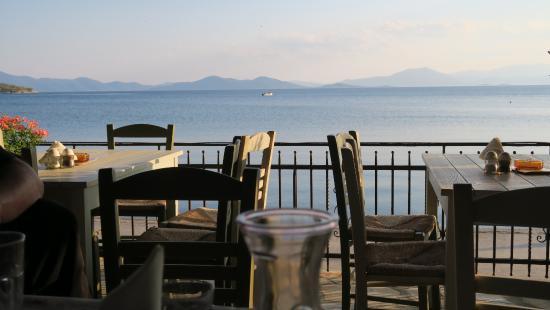 Lefokastro, Grekland: Blick von der Terrasse aufs Meer
