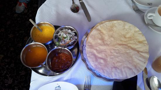 Usha Indian Cuisine: papadom