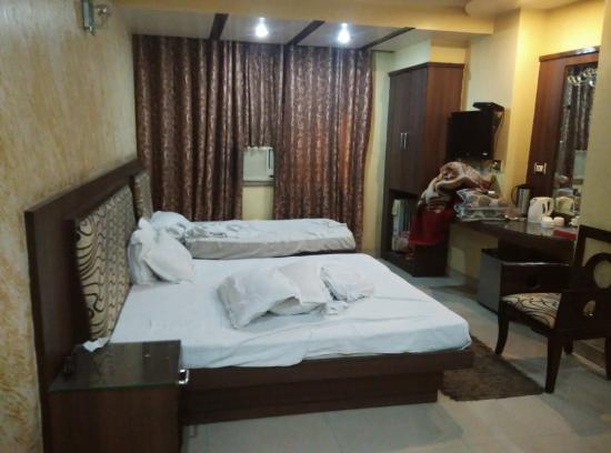 Hotel Shiv Dev International: room