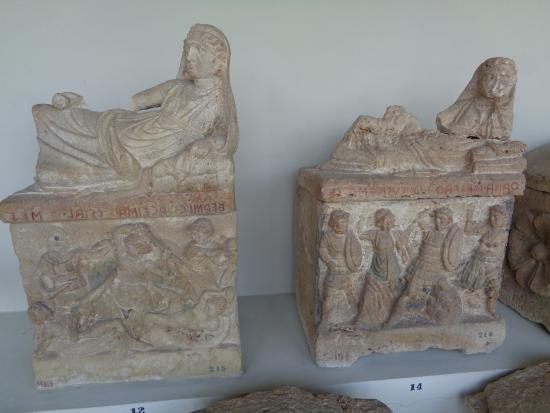 National Archaeological Museum: Urne cinerarie etrusche
