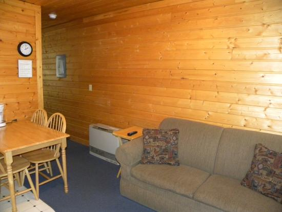 Buffalo Run Campground: Looking at the hallway and the Hide-A-Bed couch