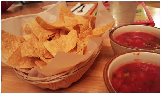 Dundee, Oregon: Chips with two salsas