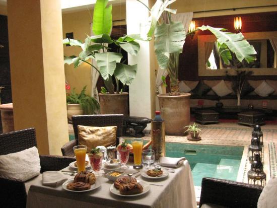 Riad Aguaviva: Desayuno en el lobby