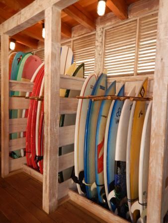 Tola, Νικαράγουα: the surf shop out at the surf spot. nicely done