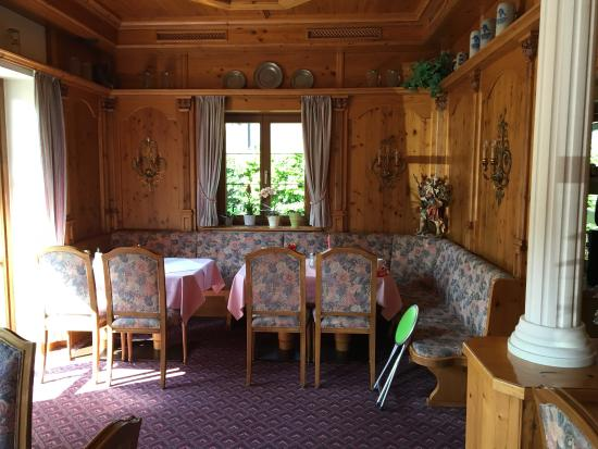 Bureau bois massif avec frigo picture of alpenhotel