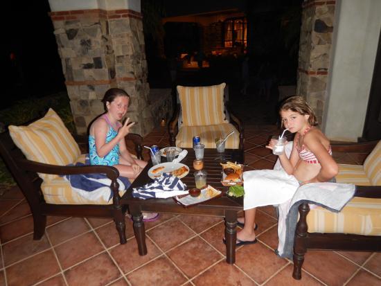 Tola, Nicaragua: kids eating at hotel