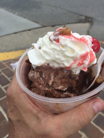 Justine's Ice Cream Parlor: photo0.jpg