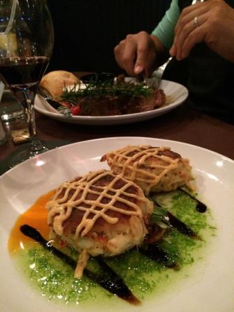 Sterling, Κολοράντο: Awesome crab cakes topped with a delicious citrus aioli atop some other flavorful glazes...oh bt