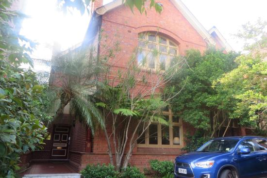 Simpsons of Potts Point Hotel: Hotel front view