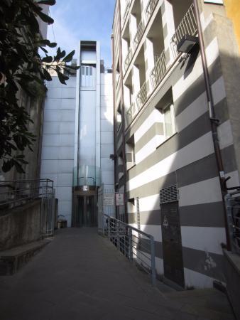 CDH Hotel La Spezia : Salida del hotel hacia la peatonal