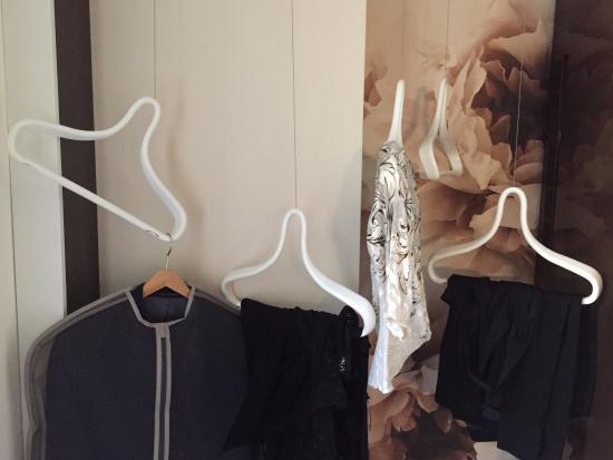 Fabio Massimo Design Hotel: hangers
