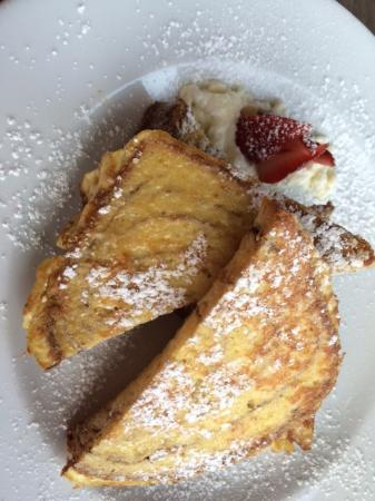 Long Beach, WA: french toast at Restaurant in Adrift Hotel
