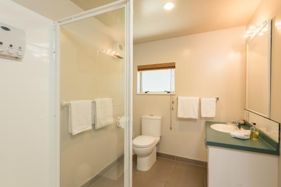 Lugano Motor Lodge: Studio Bathroom